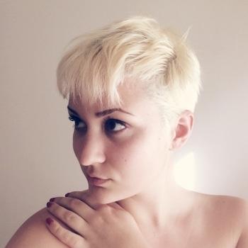 Carola Claudia Staudinger Hair Salon & Spa Bloggerin Nadine lässt sich komplett umstylen bei Carola Claudia Staudinger. Vom lila Haar zumweißblonden Pixie!
