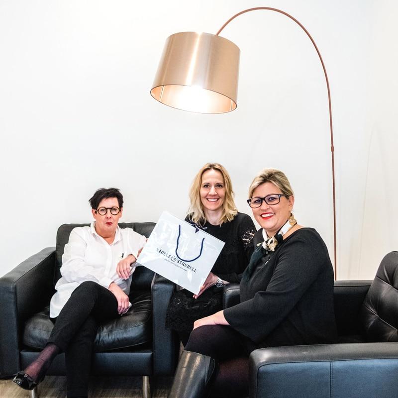 Carola Claudia Staudinger Hair Salon & Spa Wir wollen euch kurz großartige Personen & Organisationen vorstellen, mit denen wir über die Jahre die Gelegenheit zur Zusammenarbeit hatten.